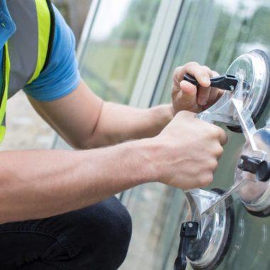 Glasnotdienst, wir helfen, wenn die Scheibe kaputt ist und ausgewechselt werden muss