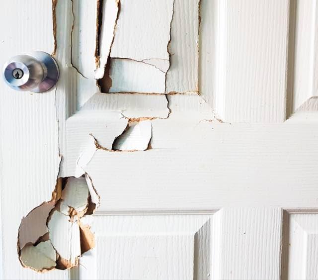Tischlernotdienst, Tür kaputt durch Einbruch? Wir helfen fair und günstig.